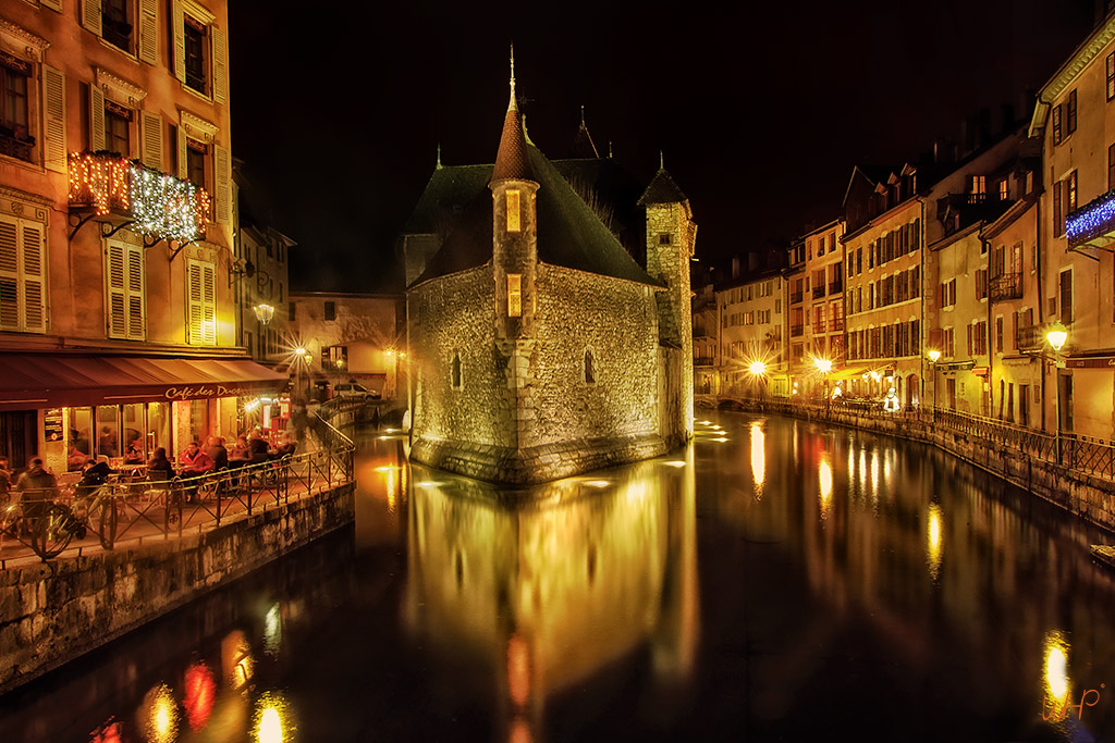 Annecy at night 1k-travel-whp.jpg