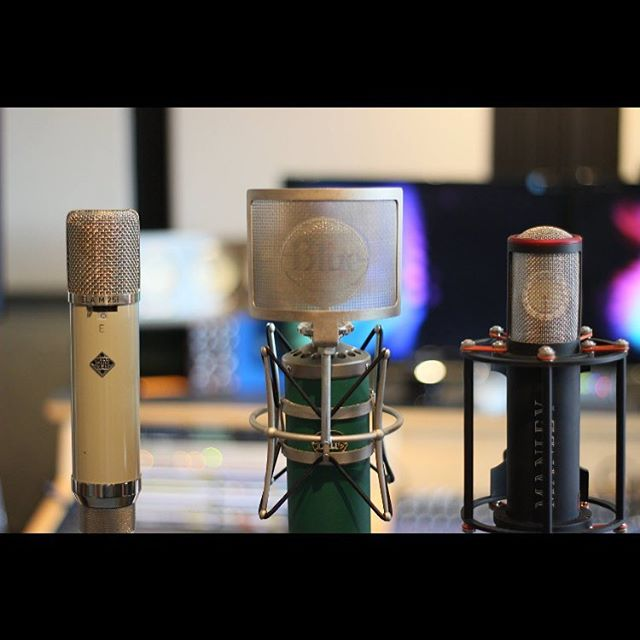 The whole gang is here. @bluemicrophones @telefunken_mics @manleylabs  #microphones #mics #bluemic #telefunkin #manley #recordingstudio #producer #nyc #engineroomaudio