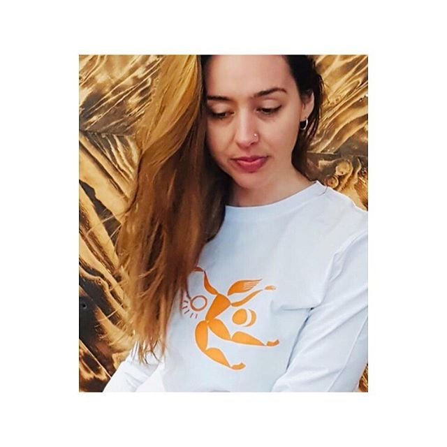 My colab with @nanakorn_moving. Head over to her page to get your hands on one of our lush cotton long sleeved tees. Perfect for these autumn days moving and stretching. #dancers #movement #yogawear #longsleevedtee #organiccotton #sustainablefashion #illustration