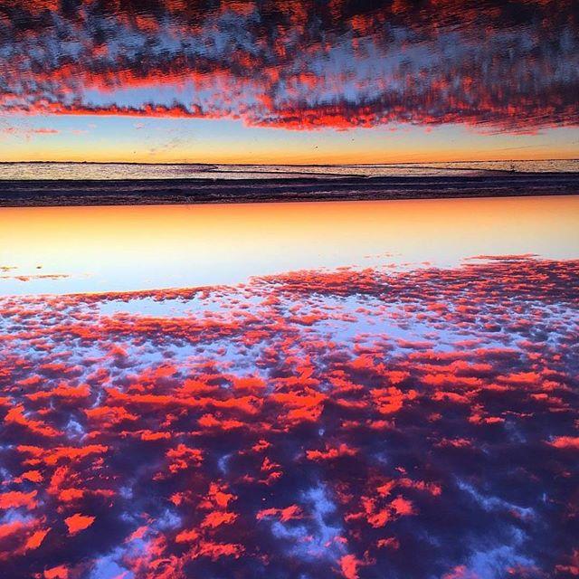 Holy sunset, Batman!✌🌅 📸Sick shot @cortmuller #sunset #encinitas #leucadia #northcountysd #cardiffbythesea #ilovewhereilive