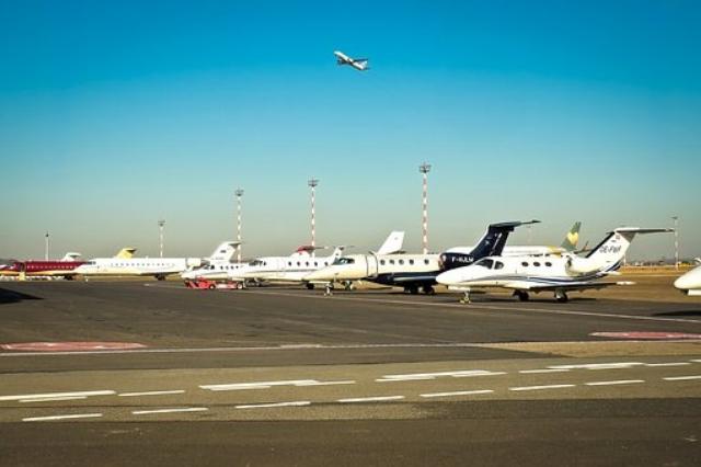 airport-2085265__340.jpg