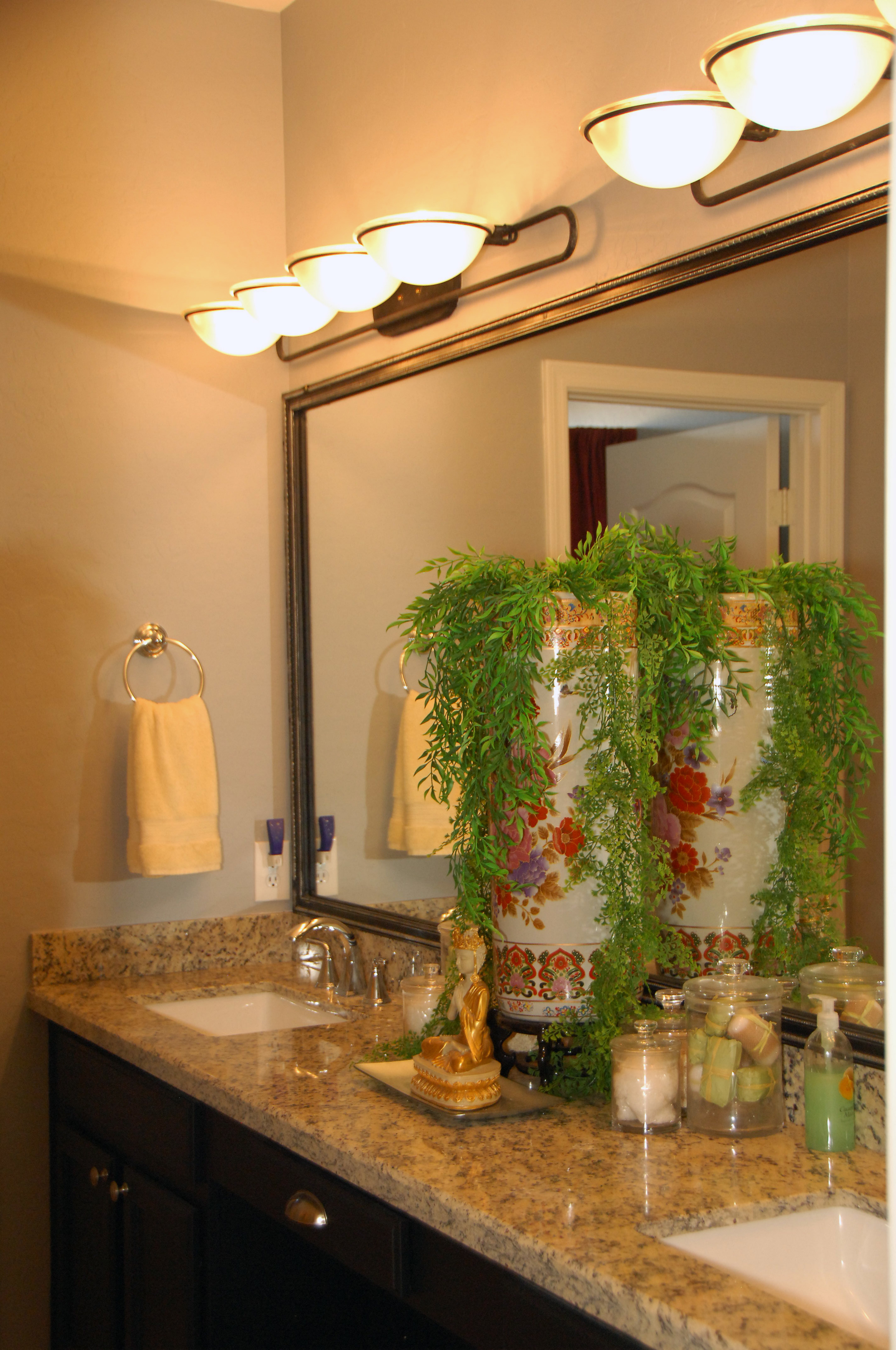 Bathroom number 2 photo 2.JPG