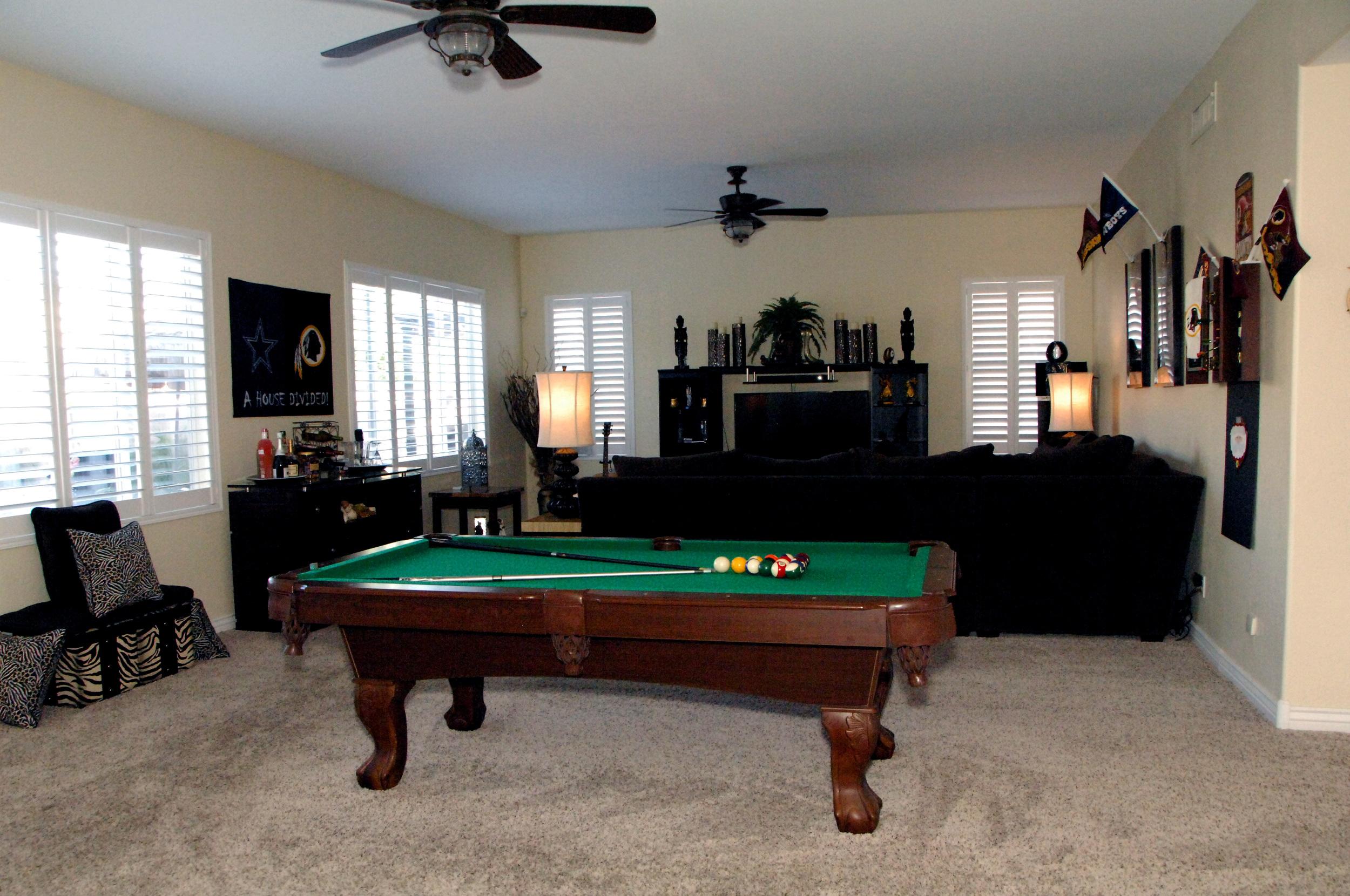 Family Room photo 1.JPG