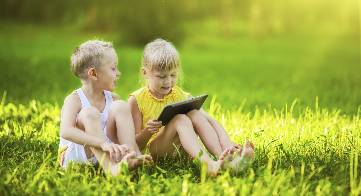 kids+with+ipad+web.jpg
