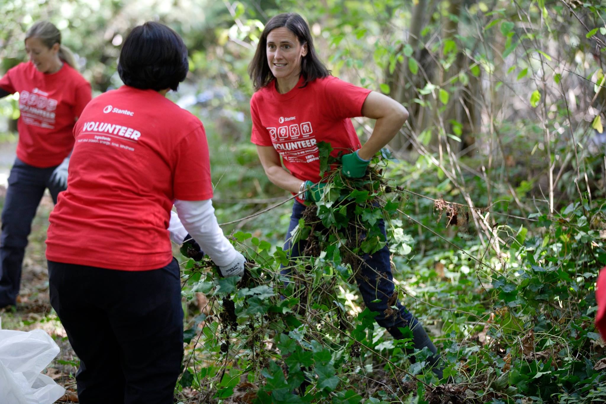 Stantec volunteers at Burnaby Lake