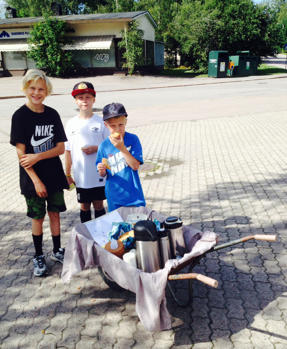 My friend  Hanna  sent me this photo of her son Sisu (on the right) and his cousins selling coffee in Pirkkola. Photo  © Hanna Arvela-Sarén