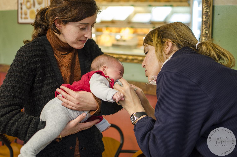 Ariadna is a godmother for Sandra 's daughter Uma .