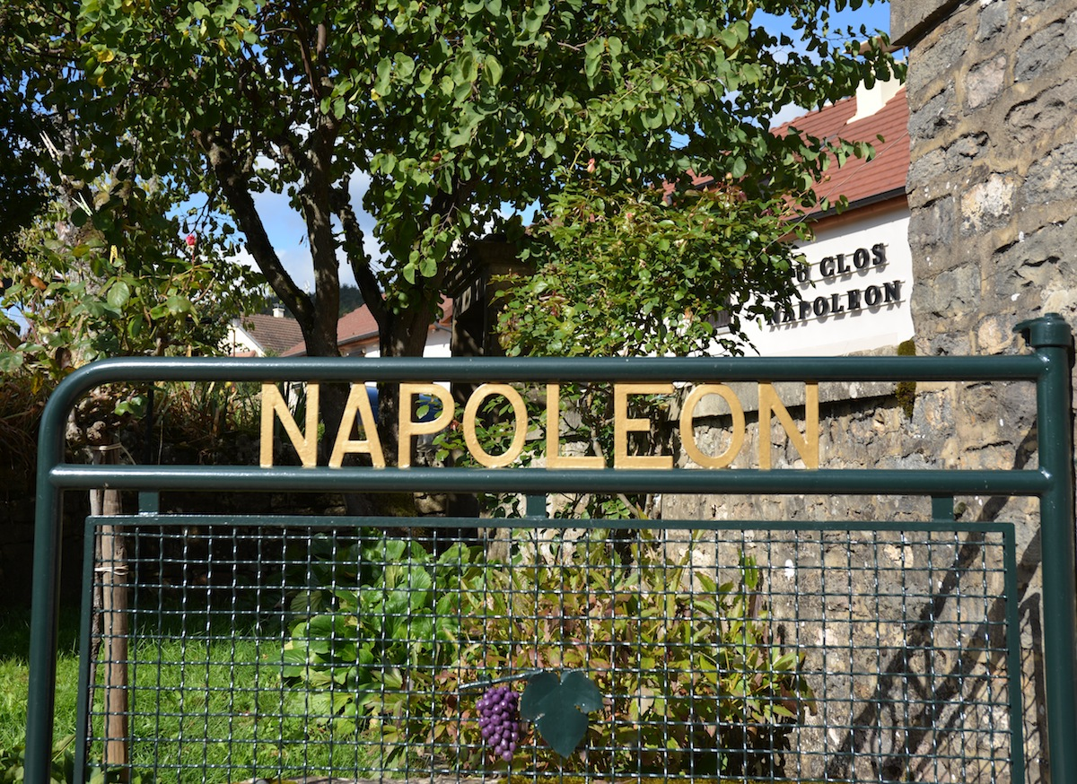 Le CLos Napoleon opposite the vineyard Clos Napoleon