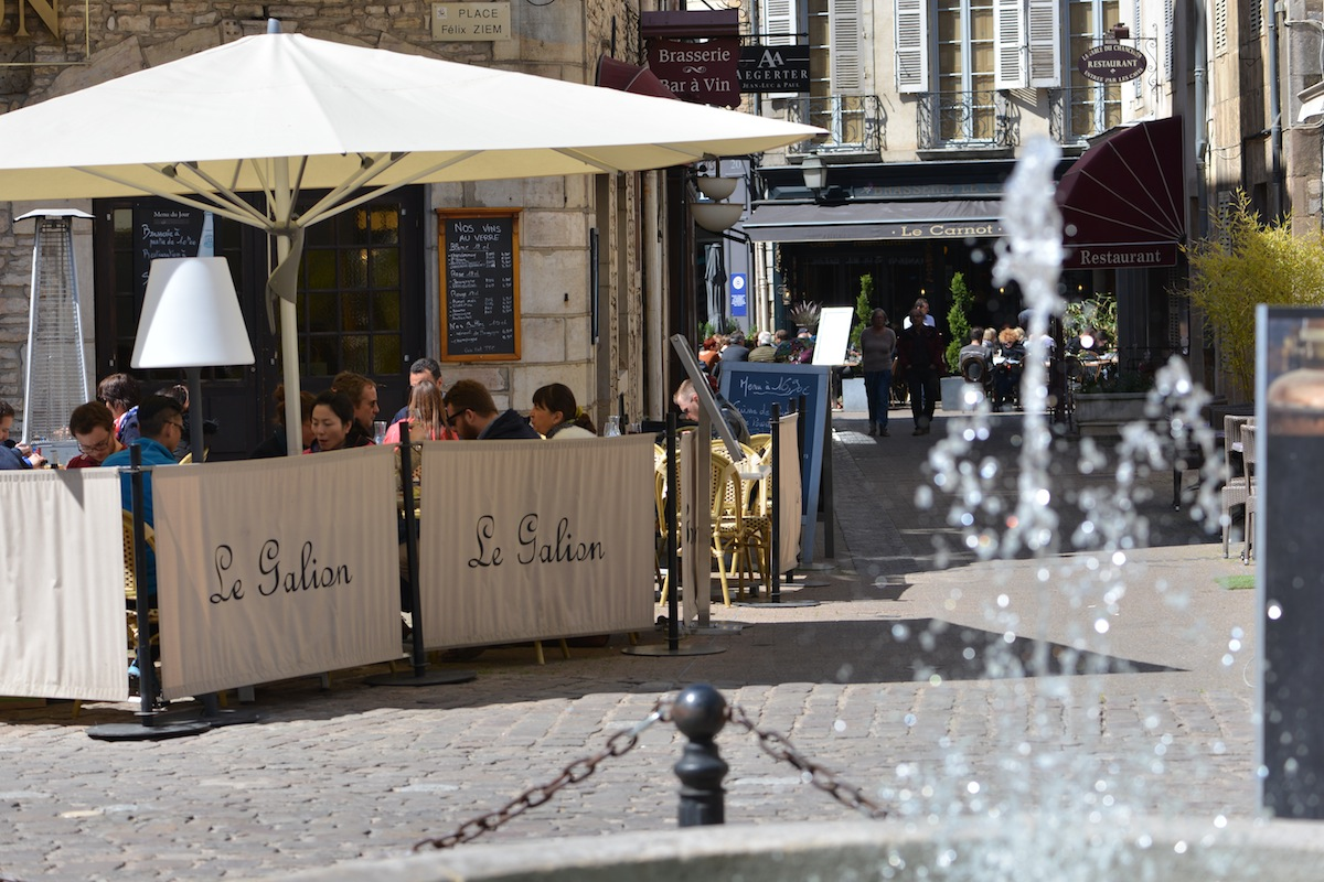 Informal eateries in central Beaune