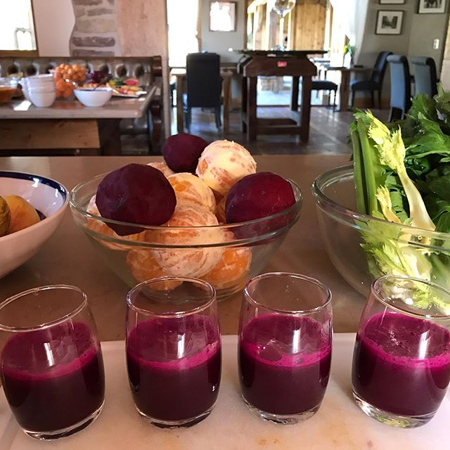 Breakfast juice - fermented beets, celery, apple and lemon #organic #powershot #juiceworld #juicecleanse #naturalfood #winelover @purplemustardclub #gevreychambertin #marketfresh #farmtotable