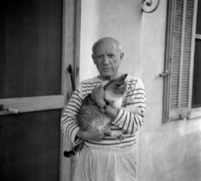Pablo Picasso posing with his cat (photosource: Lasgalen Arts)