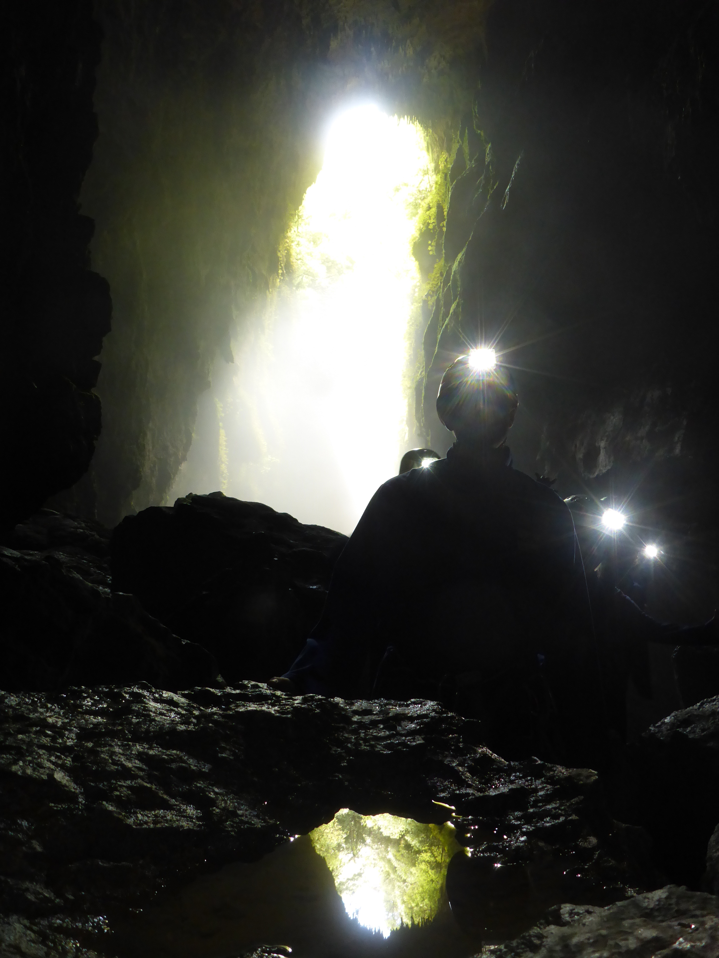 lost_world_cave-new_zealand-headlamps