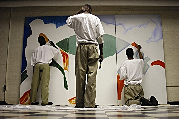 Youth create a mural through Class Acts Arts' Project Youth ArtReach program./Photo by Joey Tomassoni
