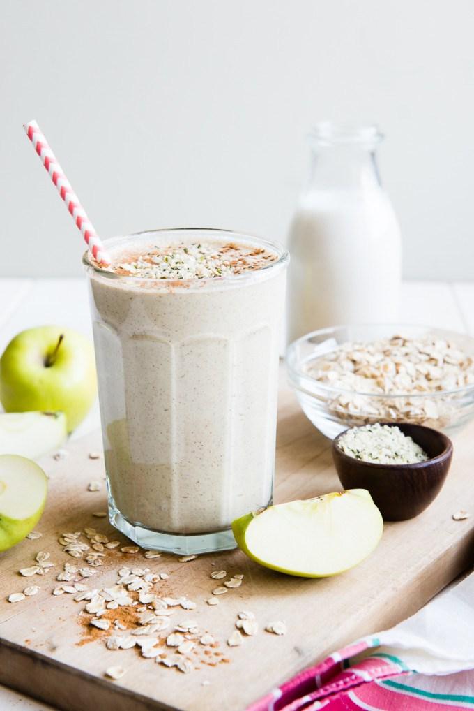 Apple-n-Oats-Breakfast-Smoothie-2-e1420440303521.jpg