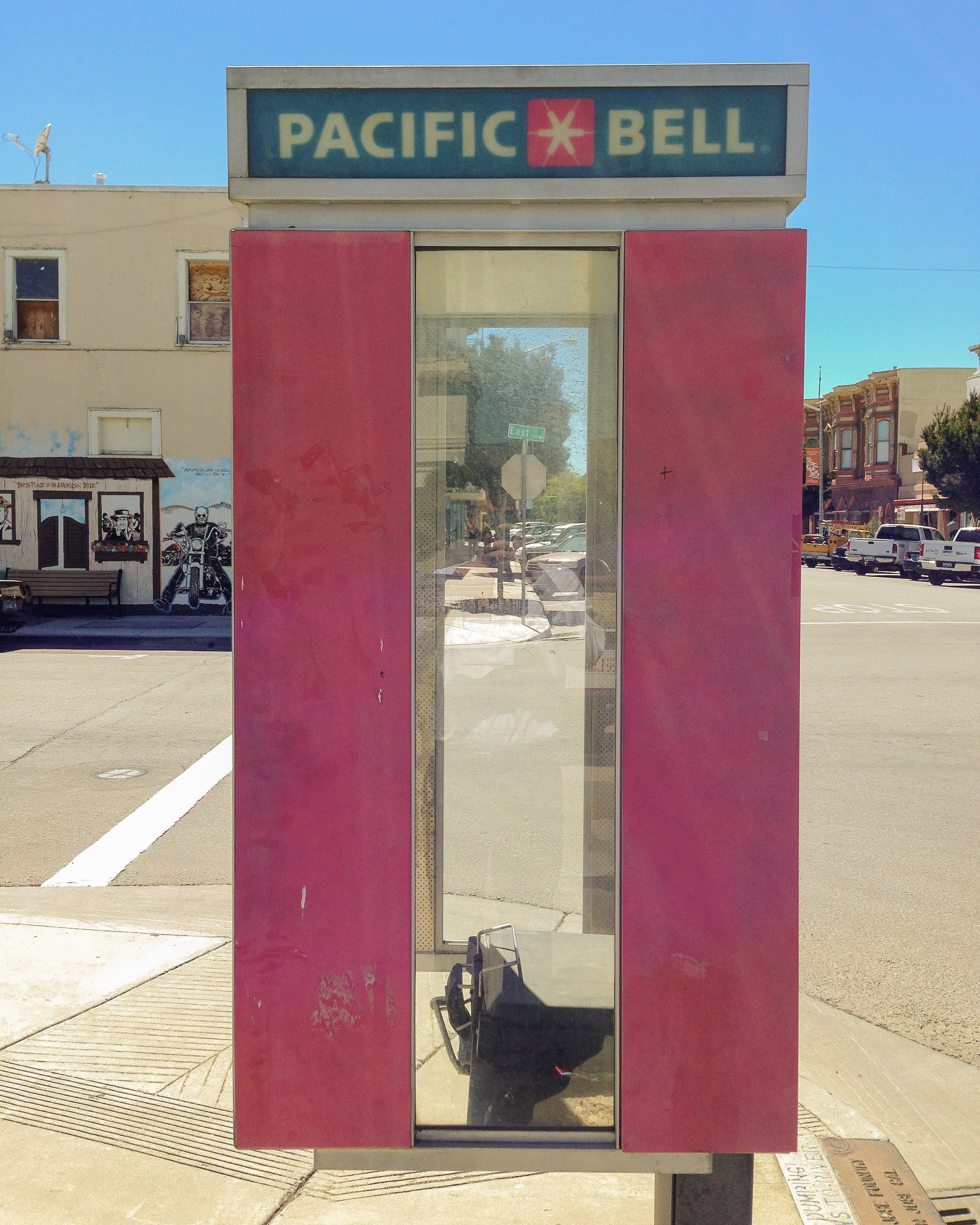 Pacific Bell, Hollister, California, 2014