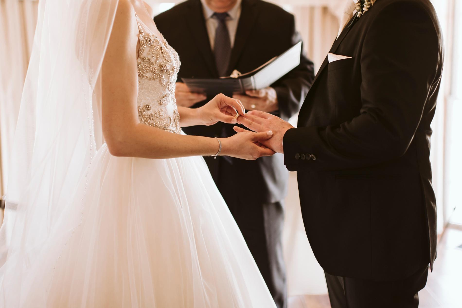 Best_Toronto_Wedding_Photographers_Glenerin_Inn_Mississauga_0037.jpg