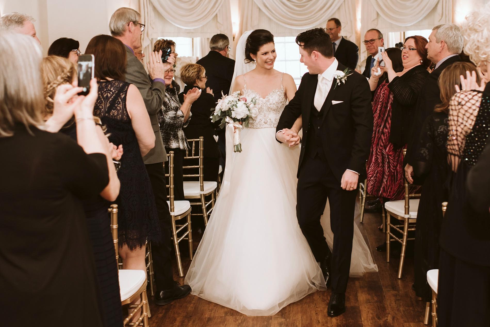 Best_Toronto_Wedding_Photographers_Glenerin_Inn_Mississauga_0038.jpg