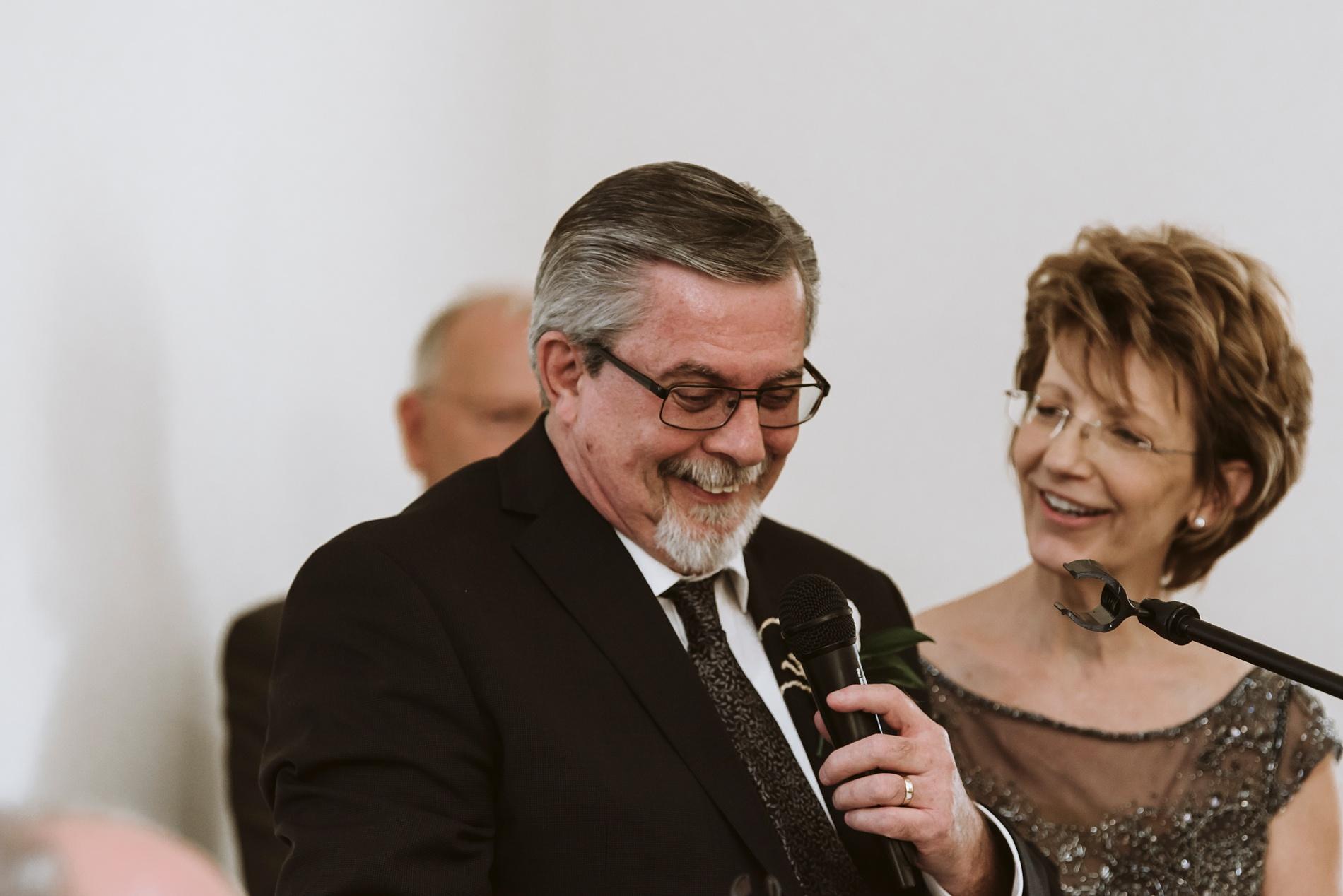 Best_Toronto_Wedding_Photographers_Glenerin_Inn_Mississauga_0074.jpg