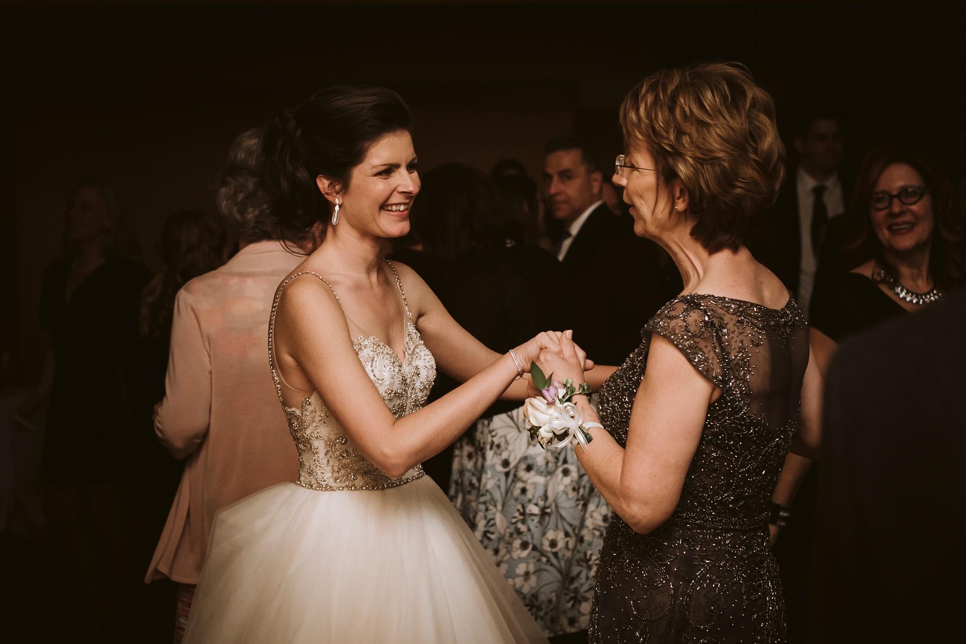 Best_Toronto_Wedding_Photographers_Glenerin_Inn_Mississauga_0093.jpg