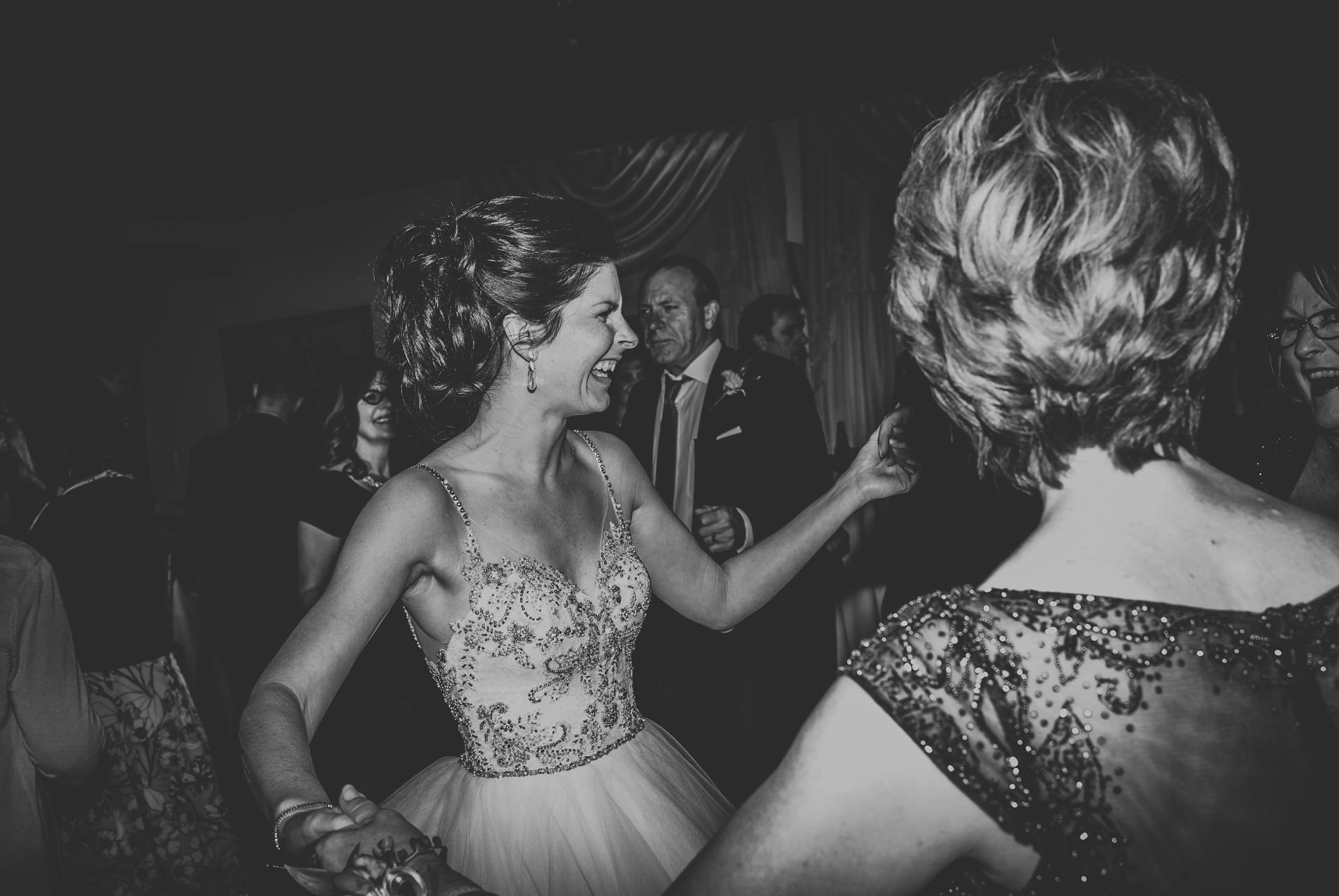 Best_Toronto_Wedding_Photographers_Glenerin_Inn_Mississauga_0095.jpg