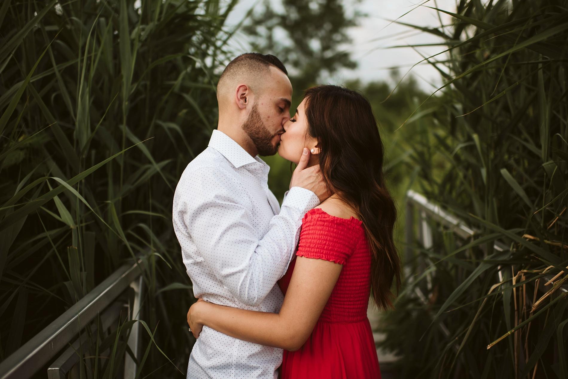 Scarborough_Bluffs_engagement_shoot_Best_Toronto_Wedding_Photographers_0011.jpg