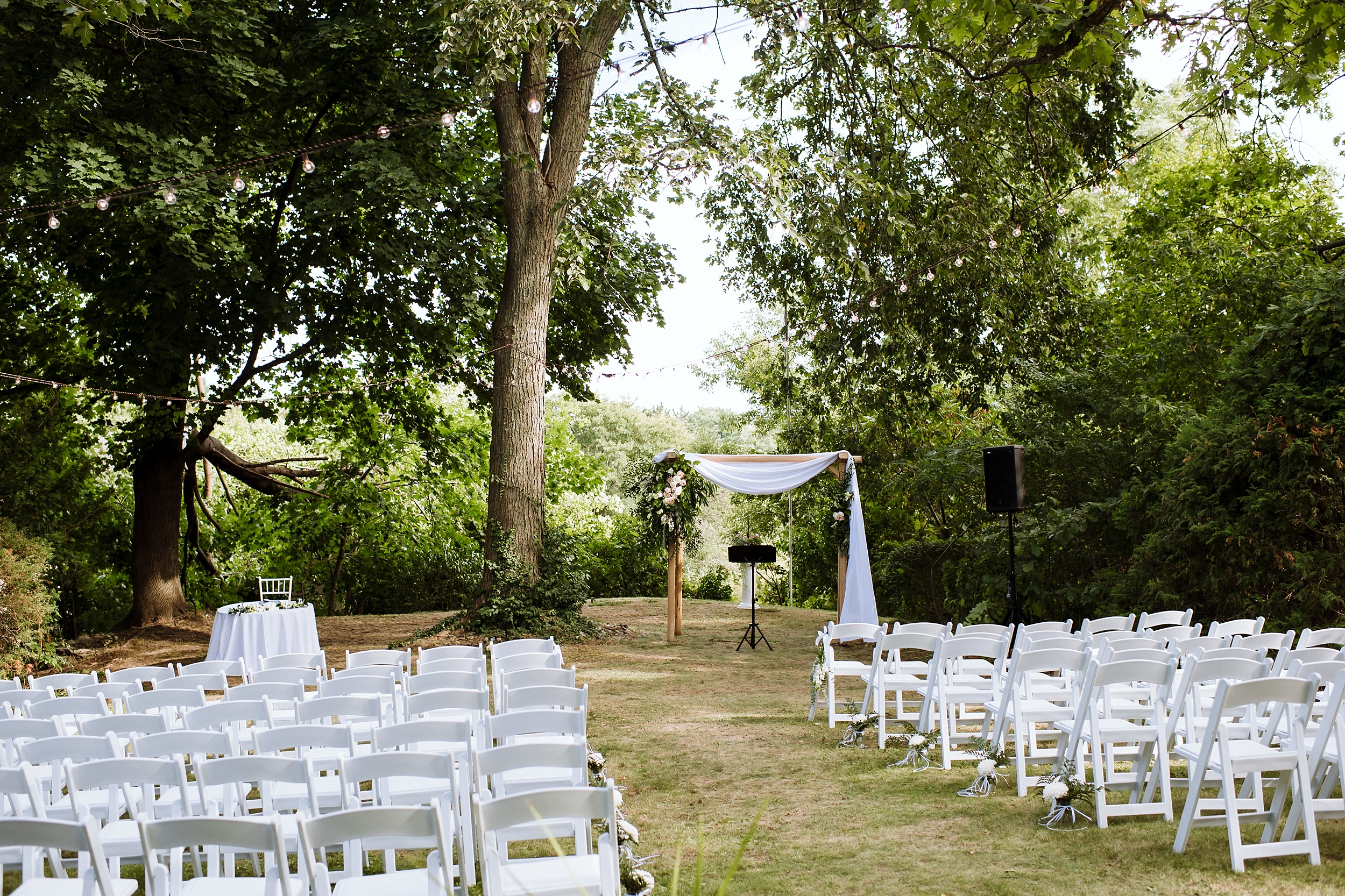 Rustic_Backyard_Wedding_Toronto_Photographer082.jpg
