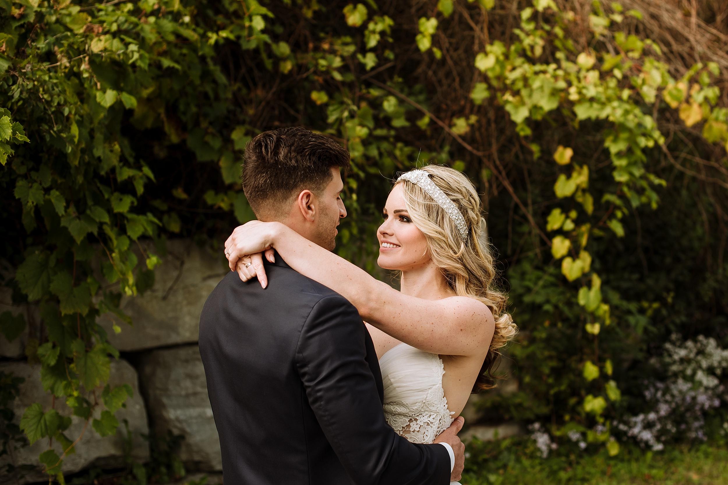 McMichael_Art_Collection_Wedding_chateau_le_jardin_Justine_Munro_Toronto_Photographer022.jpg