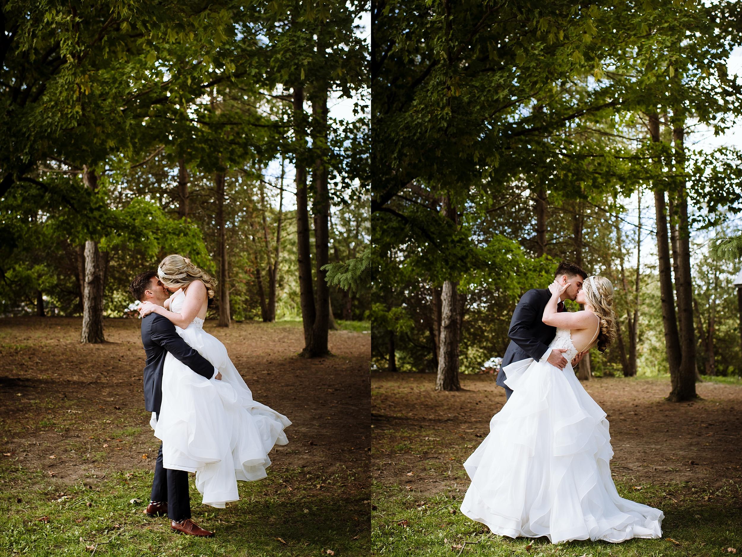 McMichael_Art_Collection_Wedding_chateau_le_jardin_Justine_Munro_Toronto_Photographer024.jpg