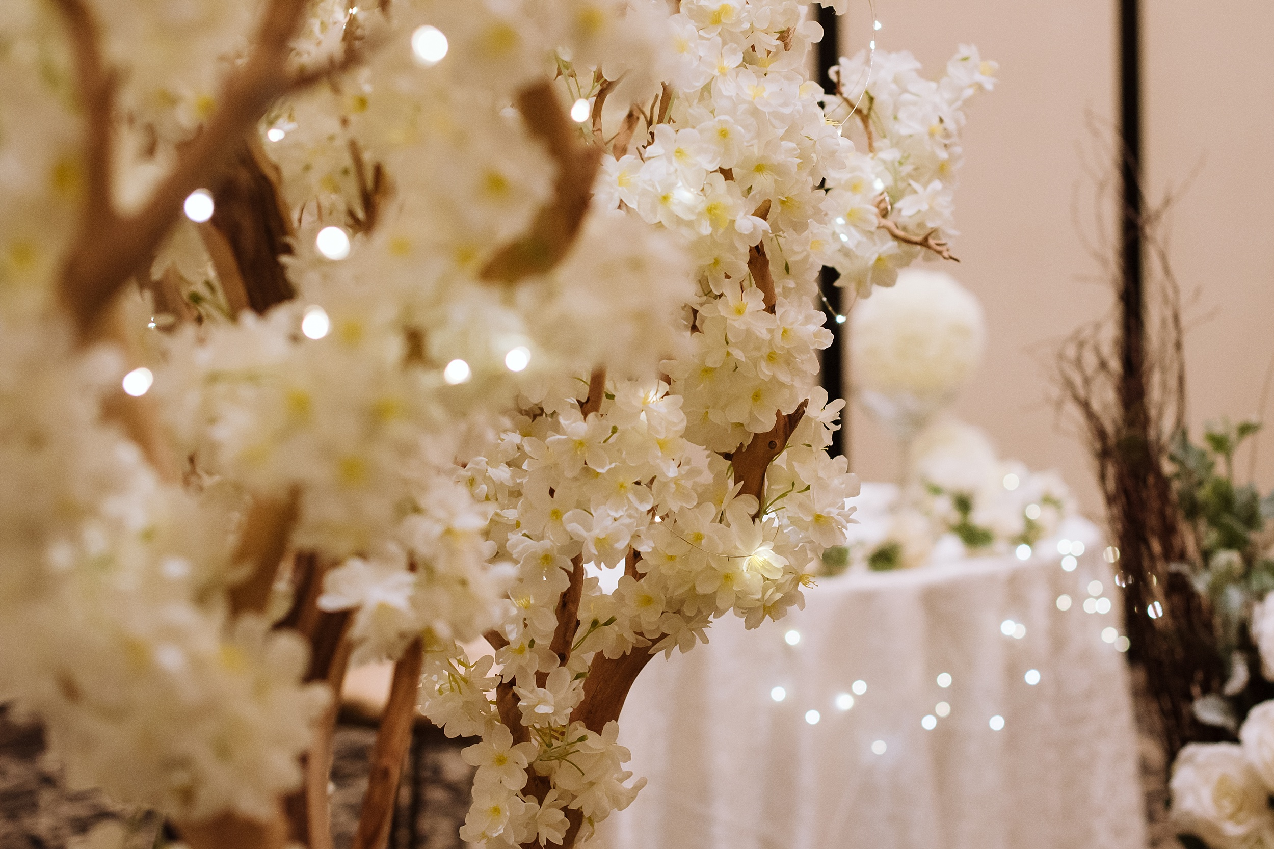 McMichael_Art_Collection_Wedding_chateau_le_jardin_Justine_Munro_Toronto_Photographer045.jpg