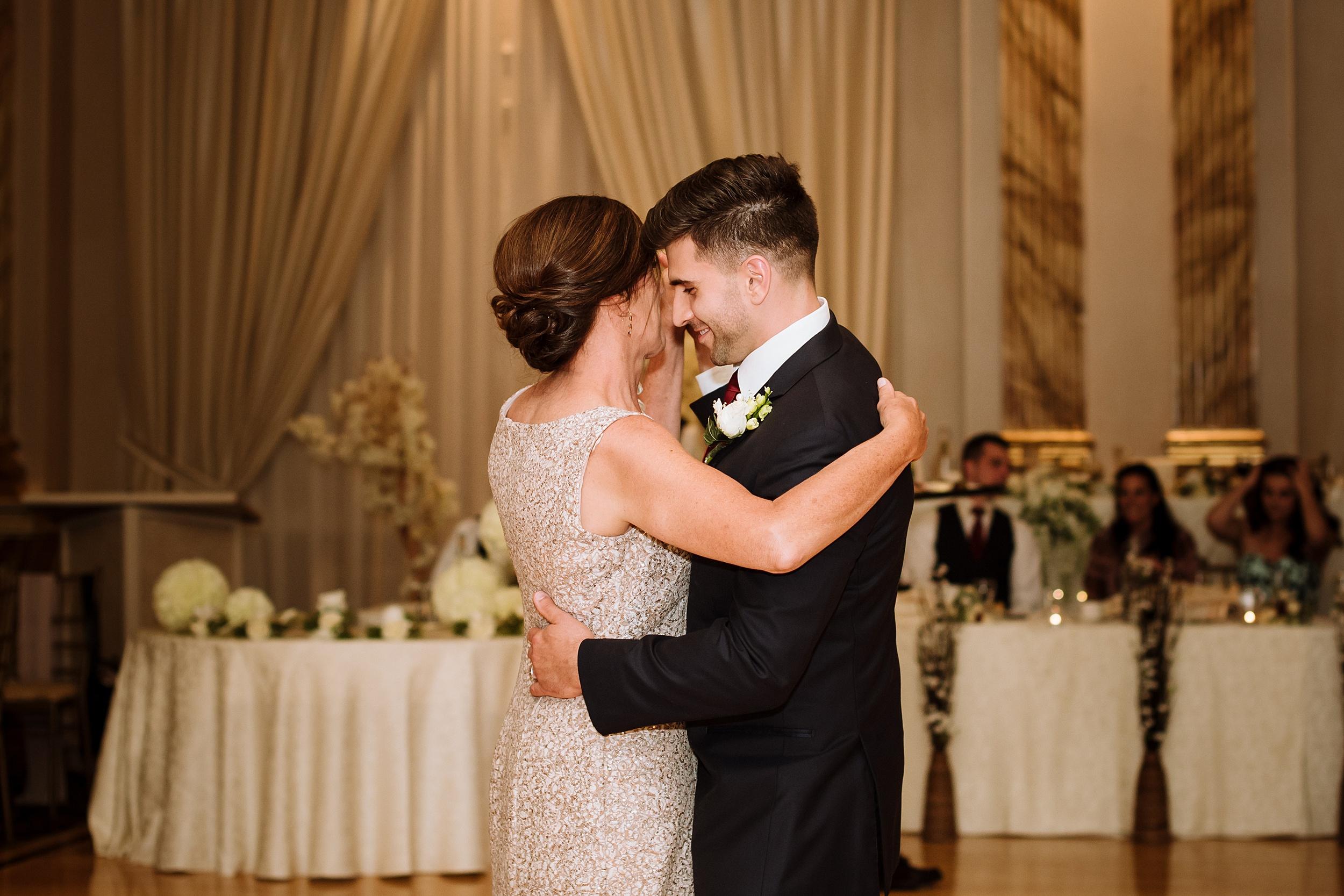 McMichael_Art_Collection_Wedding_chateau_le_jardin_Justine_Munro_Toronto_Photographer086.jpg