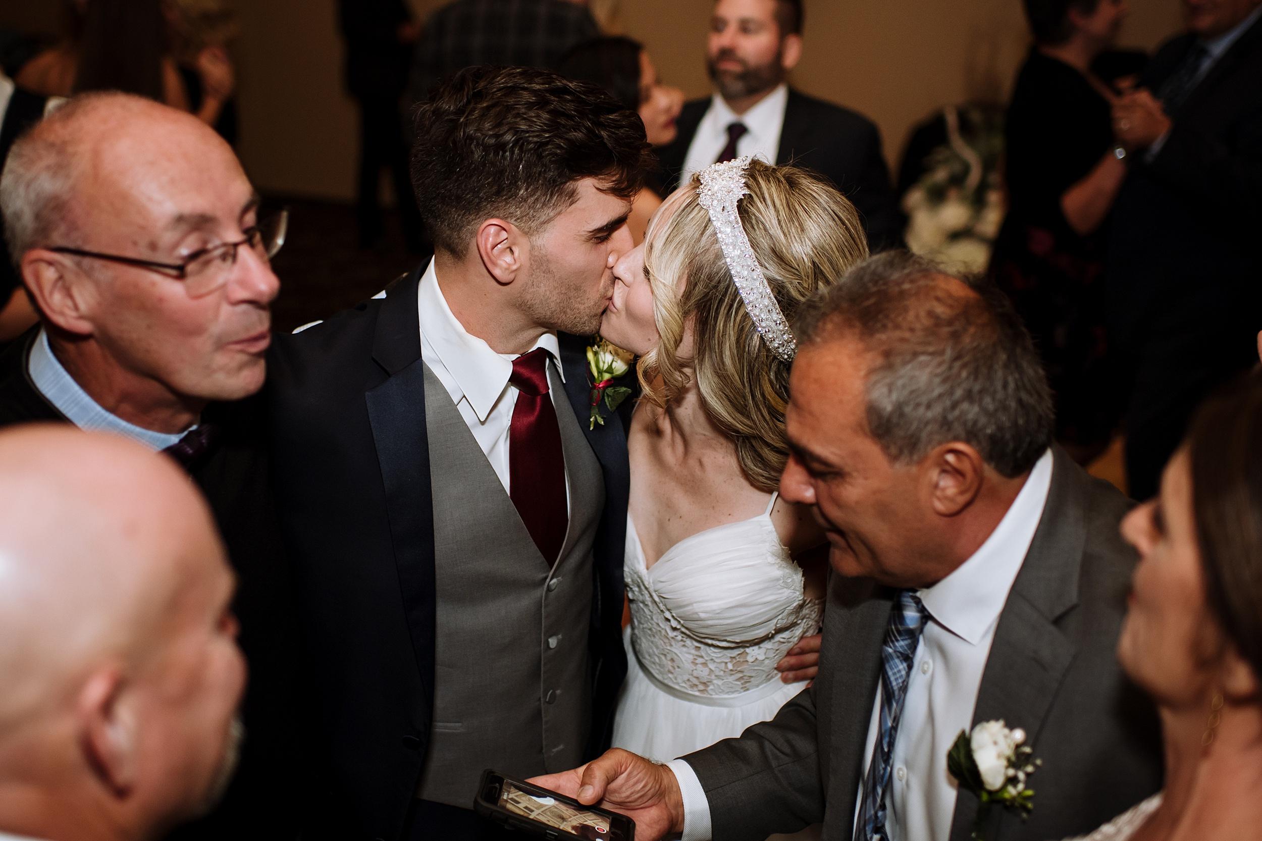 McMichael_Art_Collection_Wedding_chateau_le_jardin_Justine_Munro_Toronto_Photographer089.jpg
