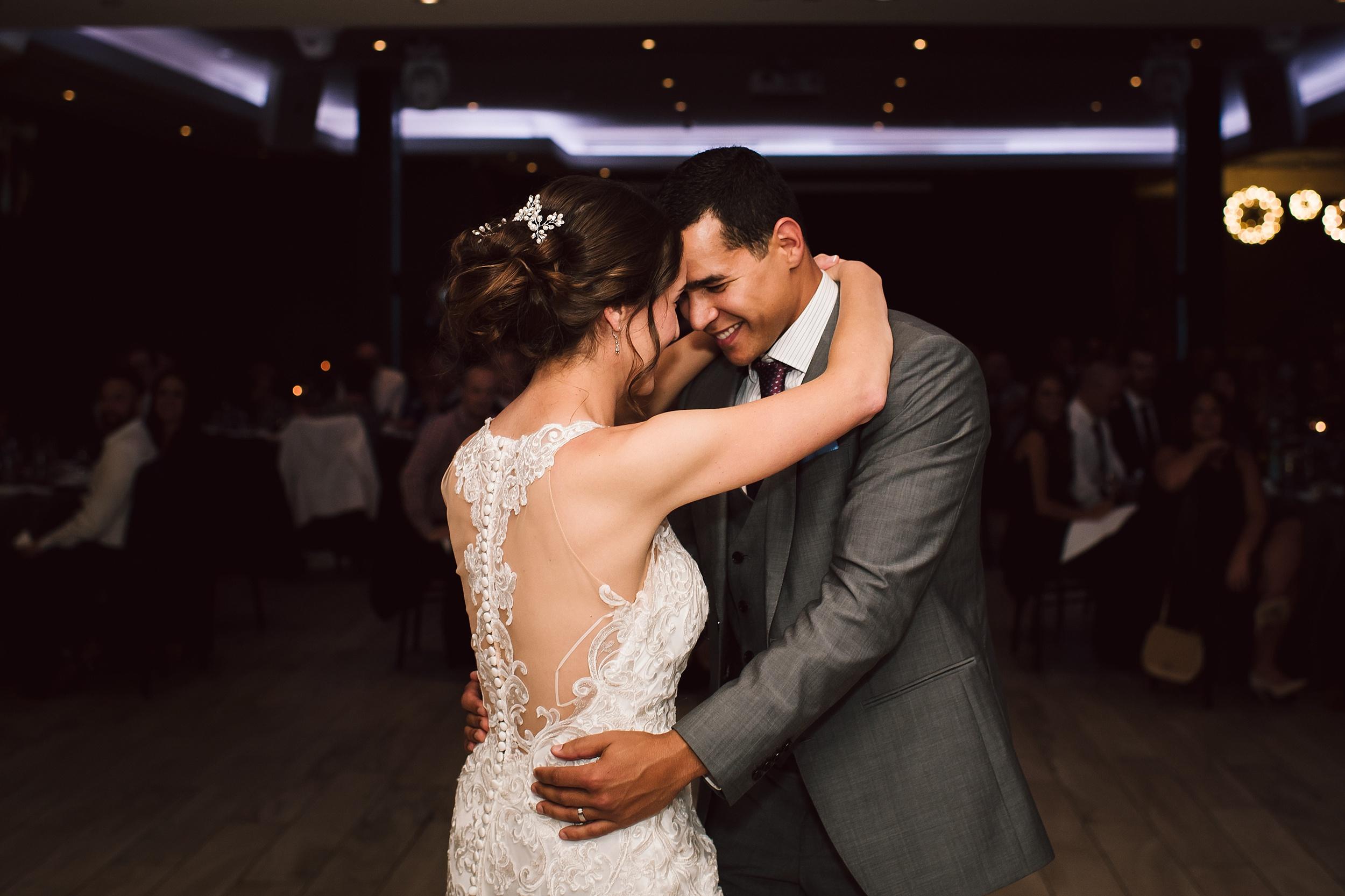 Toronto_Wedding_Photographer_Edwards_Gardens_0119.jpg
