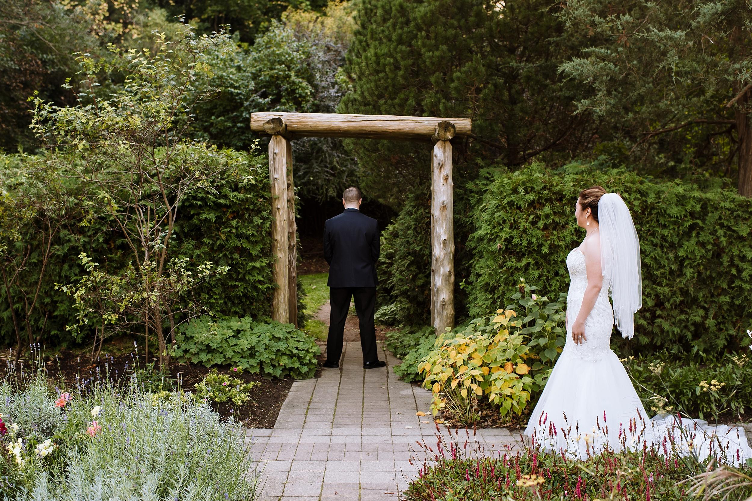 Sunnybrook_Estates_Alexander_Muir_Toronto_Wedding_Photographer_0003.jpg