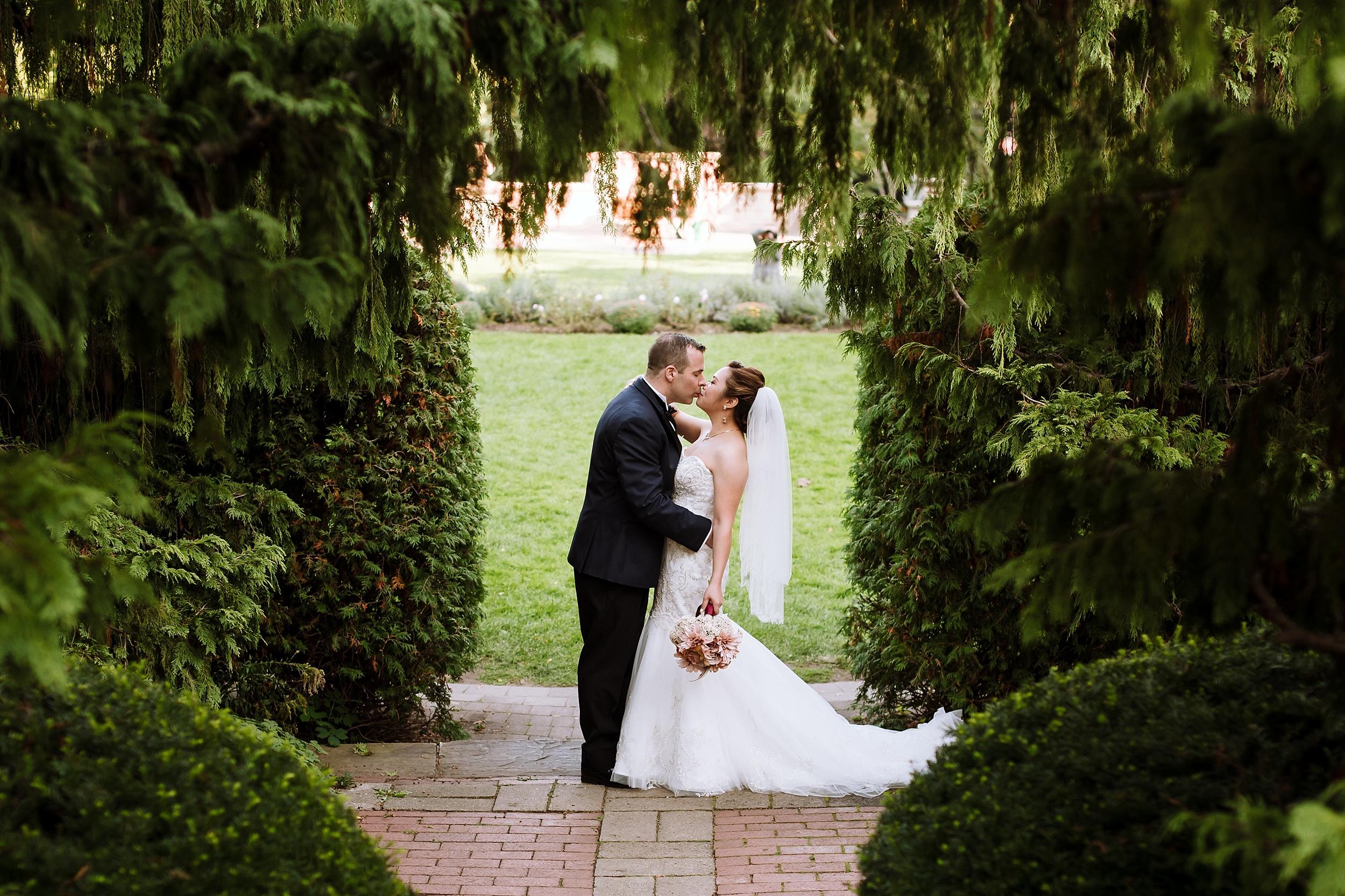 Sunnybrook_Estates_Alexander_Muir_Toronto_Wedding_Photographer_0015.jpg