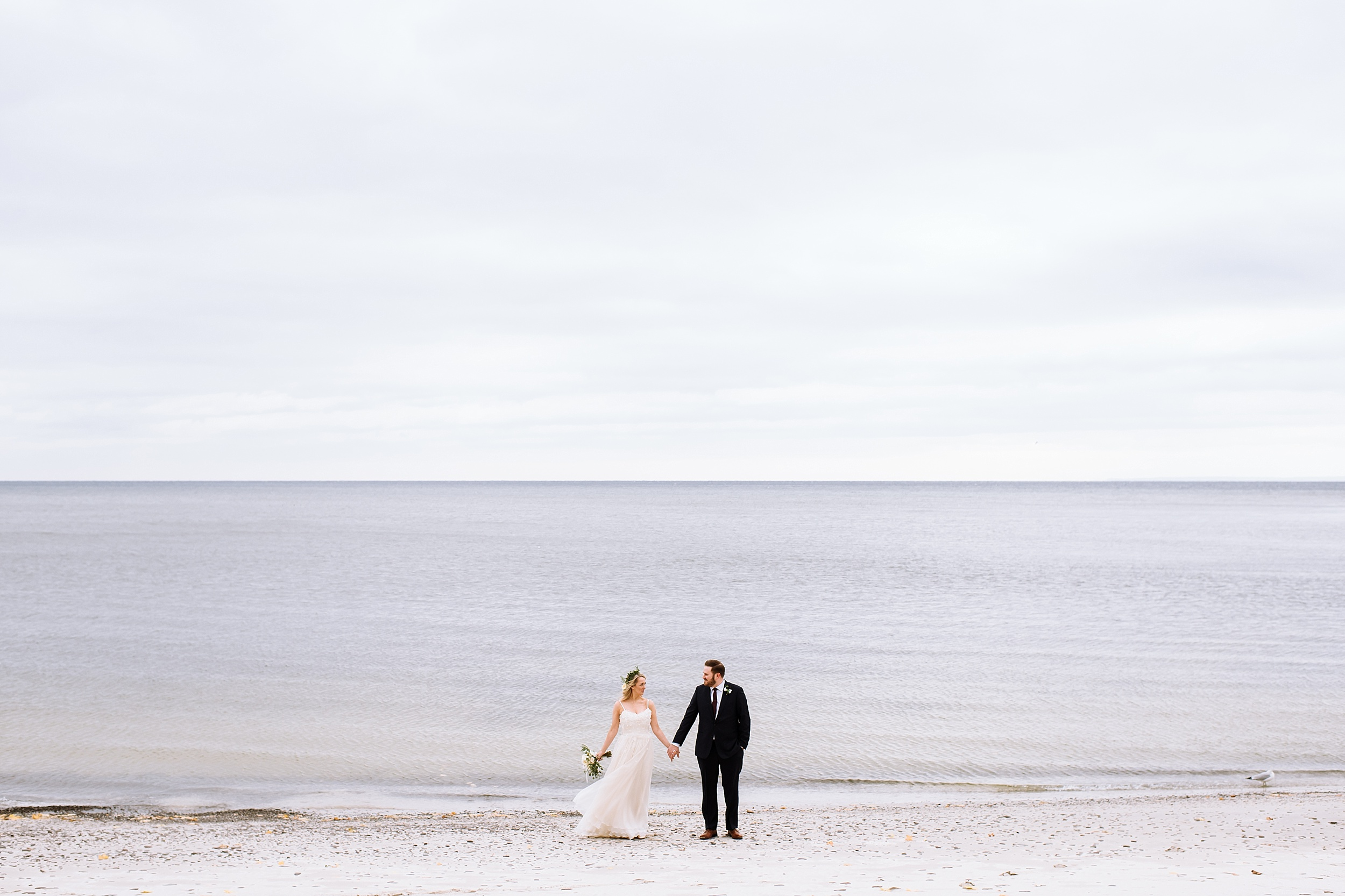 Oakville_Harbour_waterfront_conference_Centre_Toronto_Winter_Wedding_Photographer_0027.jpg