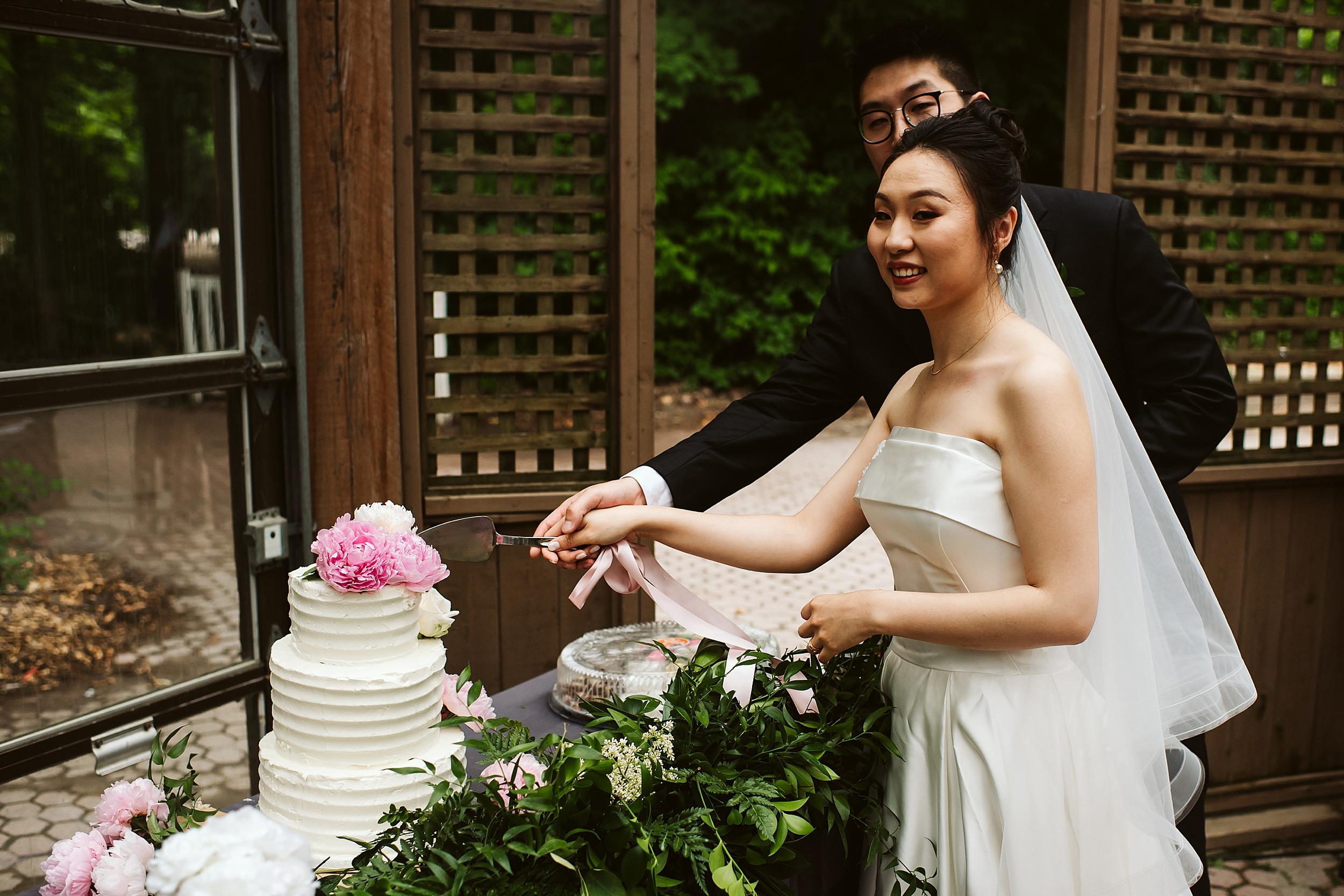 Kortright-Centre-Wedding-Toronto-Wedding-Photographers-Vaughan_0066.jpg