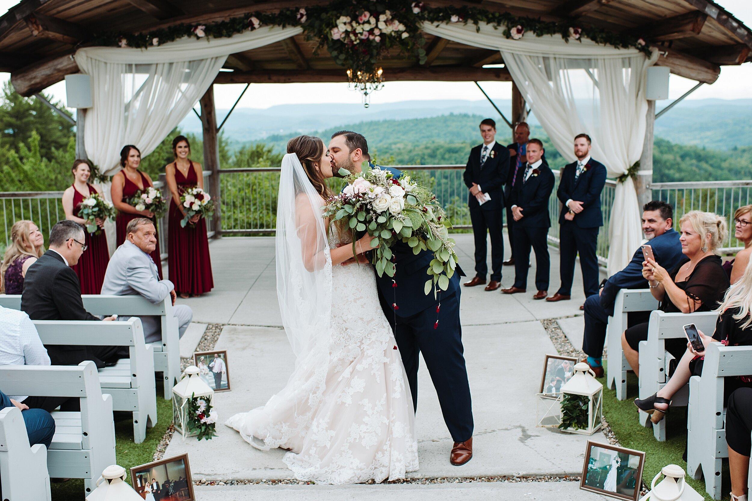 Le_Belvedere_Ottawa_Wakefiel_Quebec_Toronto_Wedding_Photographers_0055.jpg