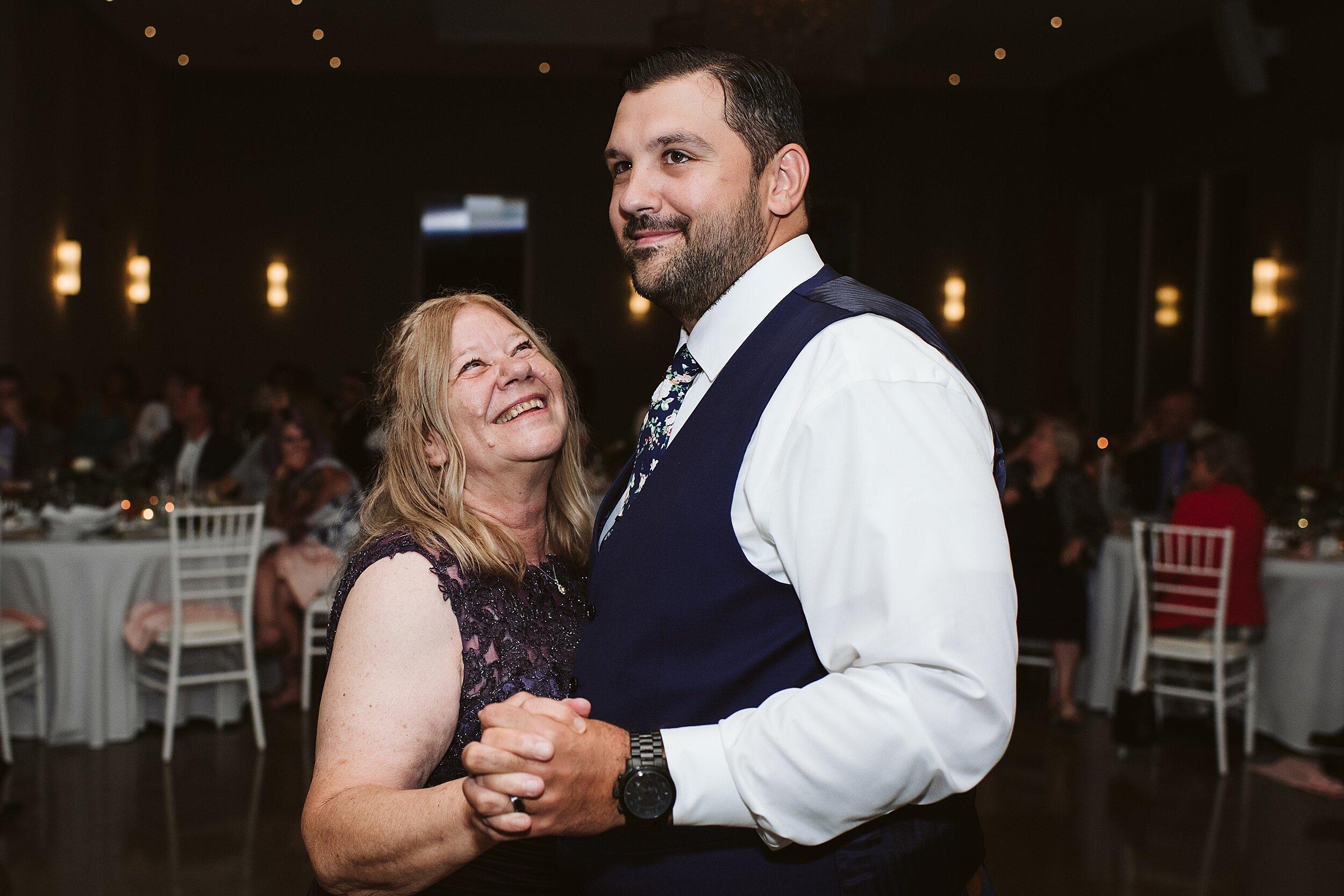 Le_Belvedere_Ottawa_Wakefiel_Quebec_Toronto_Wedding_Photographers_0136.jpg