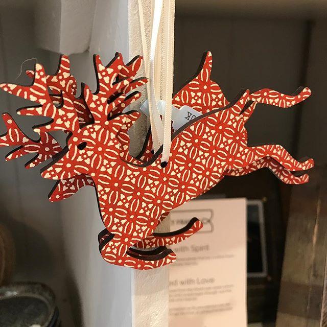 Flying reindeer (The Artisan Maker)