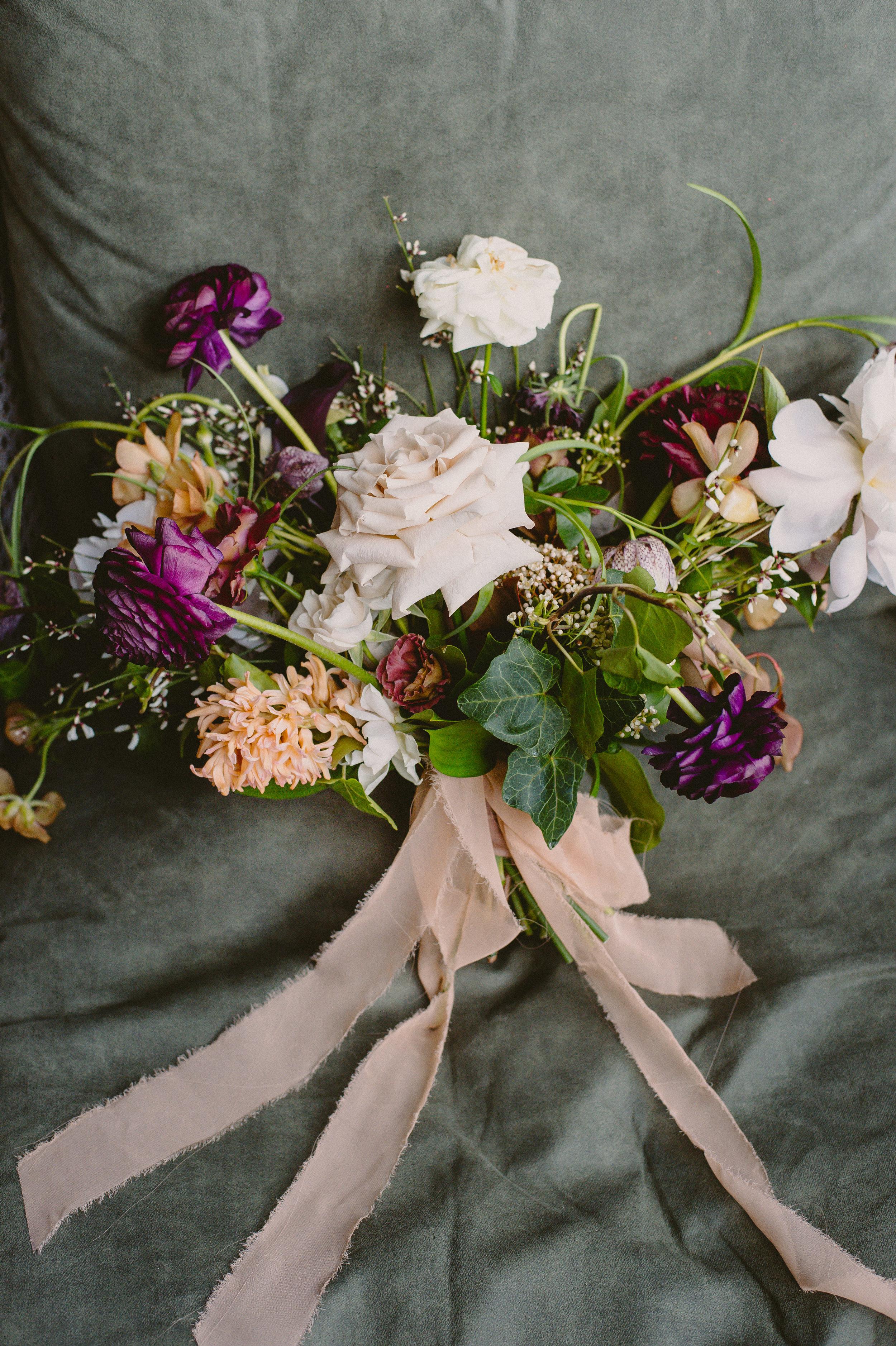 Bouquet: Hunt & Gather | Photo: Julian & Kelly