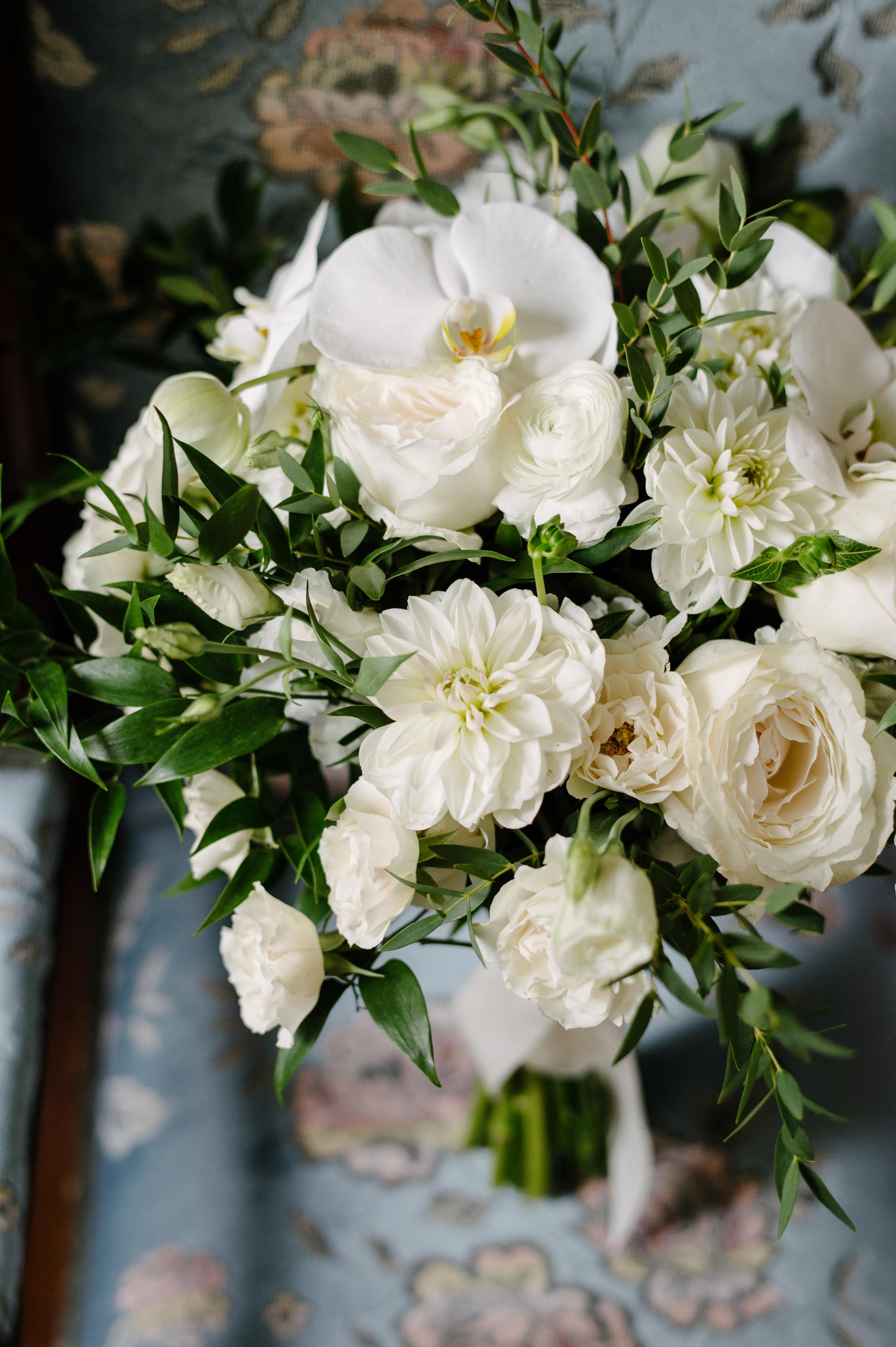 Bouquet: Opening Night Flowers | Photo: Mango Studios