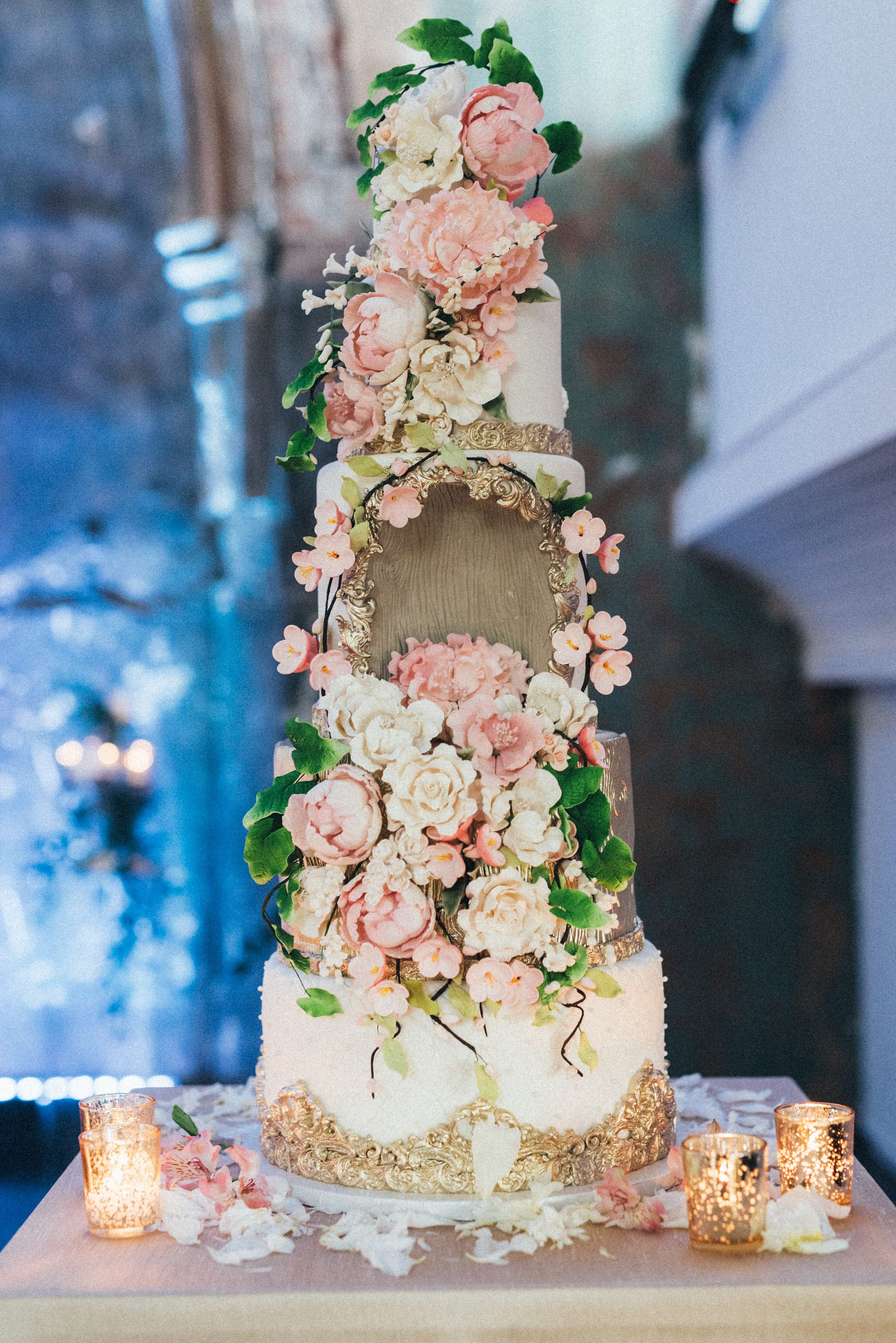 Cake:  Fine Cakes by Zehra  | Photography:  Love Studio