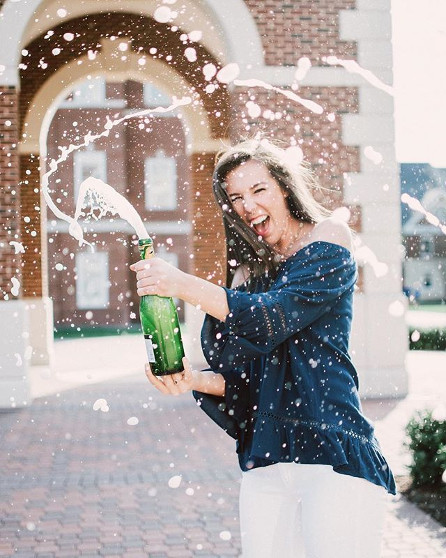 We totally don't have fun during our senior sessions. Yeah, no fun at all. 💁🎉🍾🥂🎓