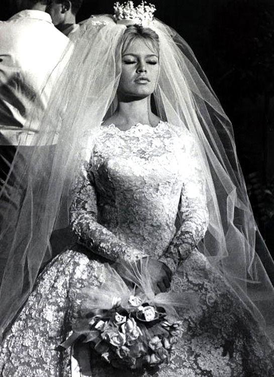 A flyaway veil cascades behind the bride. | The Wildflowers featured on Martha Stewart Weddings | Instagram: @ thewildflowers_com | www.thewildflowers.com