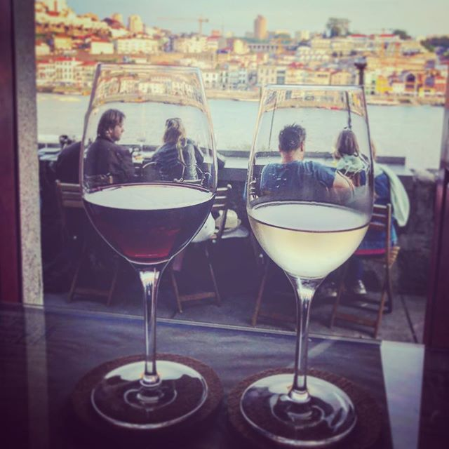 His and hers. I love this pic on so many levels. #robustred #dryacidicwhite #oporto #romanticasfuck