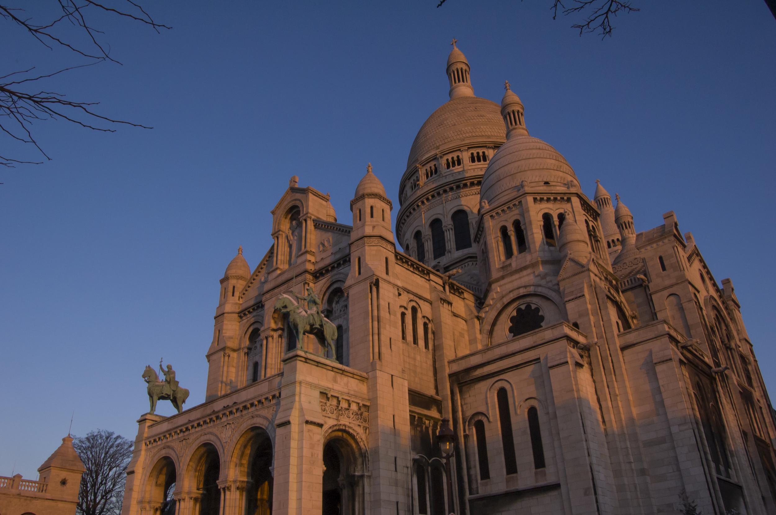 A perfect sunrise  at Le Sacre Coeur  on  Montmartre .