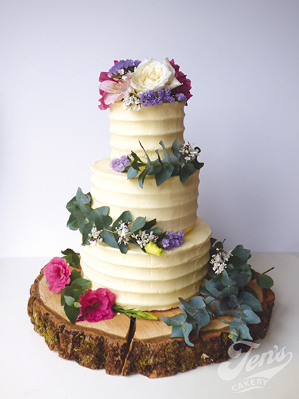 Log Slice Stand  Hire £20  Deposit £30  Looks great with: rustic cakes