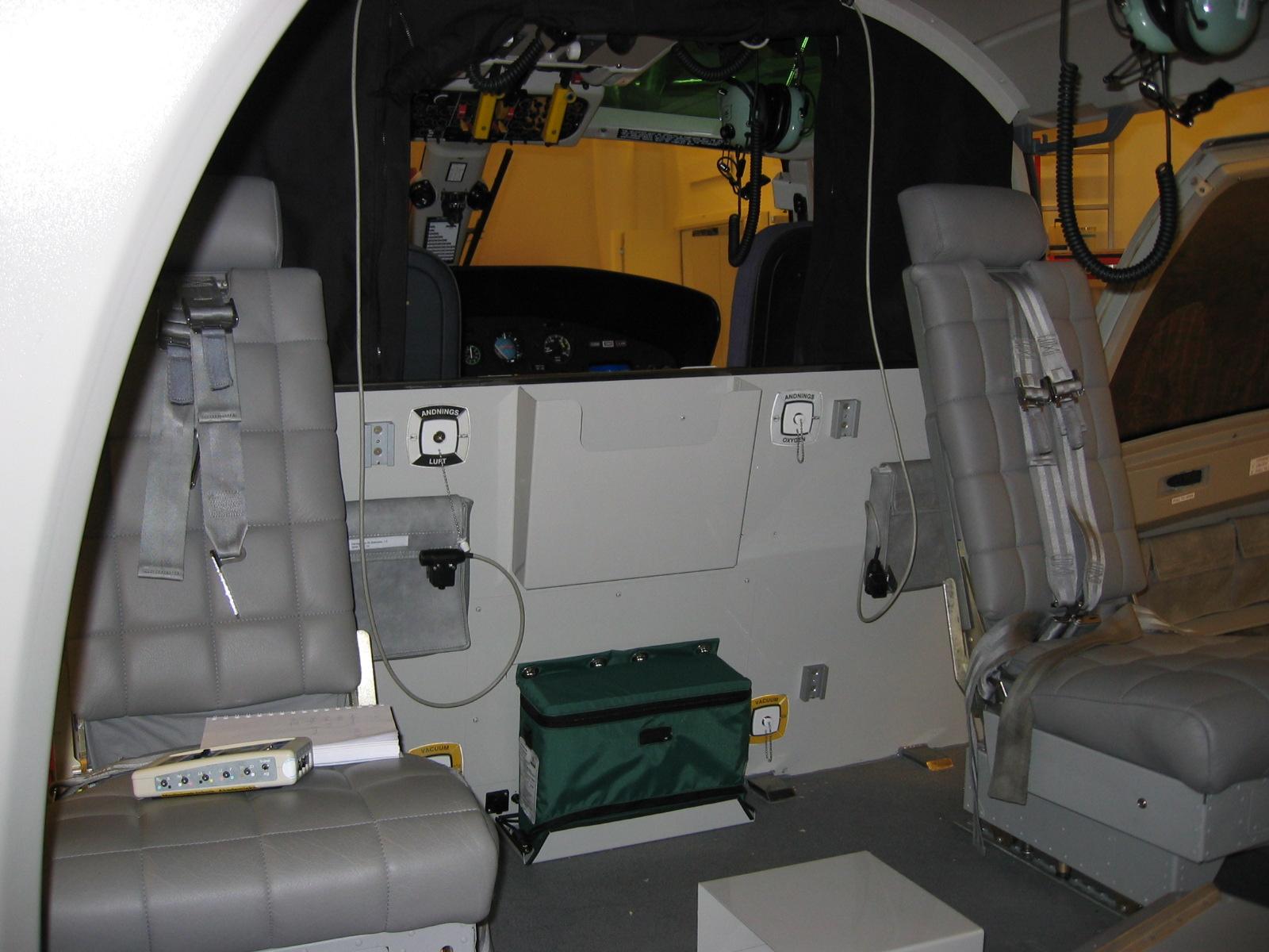 Forward cabin swiveling seats