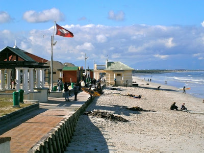 muizenberg+beach+red+flag.jpg
