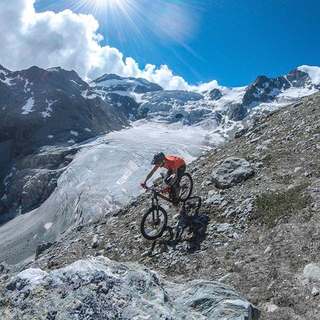 The view up there was too good, to only post one shot. 🤩 ... #mountainbike #freeride #mtb #singletrail #outdoor #goprohero6 #mtbnation #mtblife #enduromtb #plantbasedathlete #MountainBiking #mtblove #instamtb #lifebehindbars #mtbswitzerland #enduro #mountainbikinglife #flowtrail #lifeofadventure #liveoutdoors #makemoments #simplyadventure #bikemagazin #adventuretillwedie #welivetoexplore #neverstopexploring #wallis #glacier #valdanniviers #pinkbikepod